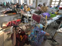 1370441080-3000-people-wait-for-attention-at-dhaka-medical-college-and-hospital_2122130
