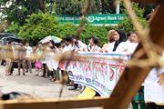 স্বাস্থ্য মন্ত্রণালয়ে ক্যারি অন পুনর্বহালের দাবীতে মেডিকেল শিক্ষার্থীরা, রাজশাহীতে সিভিল সার্জনের কার্যালয় ঘেরাও