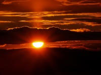 nature___clouds_the_sun_between_the_clouds_087375_